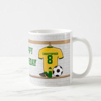 名前入りな黄色緑のフットボールのサッカージャージー コーヒーマグカップ