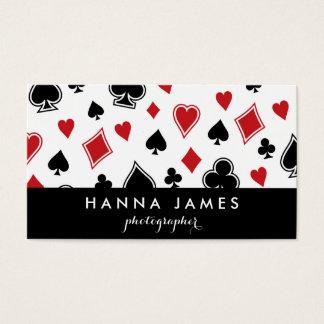 名前入りな黒いレッド・カードのゲームのトランプのポーカーのカジノ 名刺