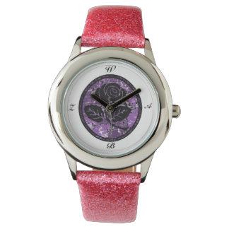 名前入りな黒のバラのカメオ家族のイニシャルの腕時計 腕時計
