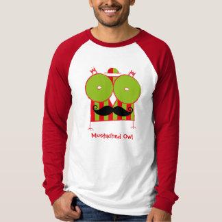 名前入りなMustachedフクロウの袖のRaglanのTシャツ Tシャツ