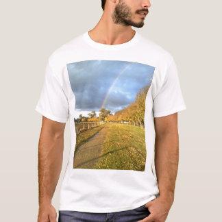 名誉の道上の虹 Tシャツ