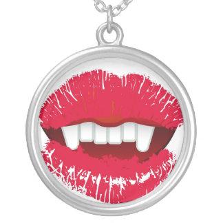 吸血鬼のかみ傷の熱い唇のネックレス シルバープレートネックレス