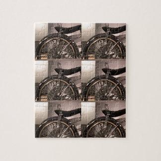 周期の自転車の芸術の写実的なdecoのテンプレートは文字を加えます ジグソーパズル