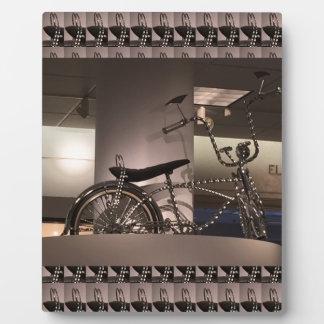 周期の自転車の芸術の写実的なdecoのテンプレートは文字を加えます フォトプラーク
