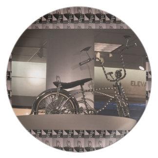 周期の自転車の芸術の写実的なdecoのテンプレートは文字を加えます プレート