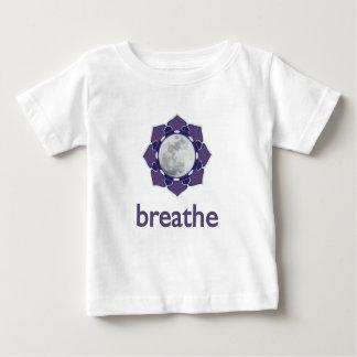 呼吸して下さい:: 意識する月-乳児か幼児T ベビーTシャツ