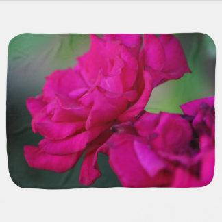 咲かせたピンクのバラ ベビー ブランケット