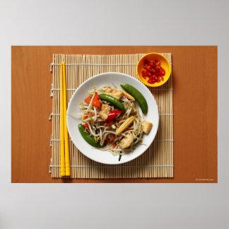 唐辛子を持つ中国人の混乱によって揚げられている野菜 ポスター