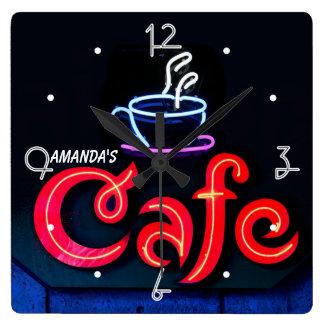 喫茶店のネオンライトの家の名前入りなバーの時計 スクエア壁時計