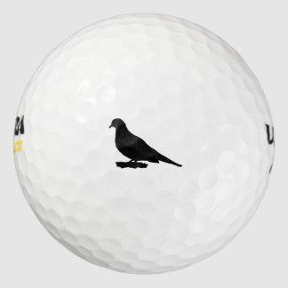 嘆く鳩のシルエット愛野鳥観察 ゴルフボール