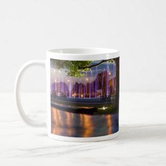 噴水ショー-夜までにワルシャワ コーヒーマグカップ