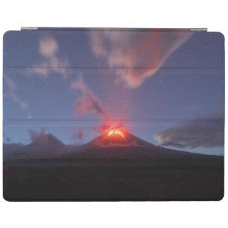 噴火の活火山の夜眺め iPad カバー