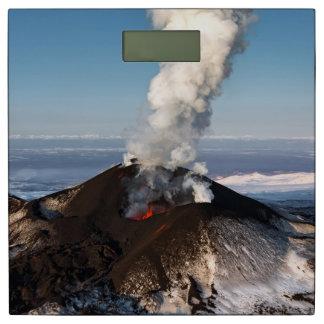 噴火口の噴火の火山: 溶岩、ガス、蒸気、灰 体重計