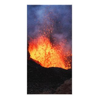 噴火口の活火山からの噴水の溶岩の噴火 カード
