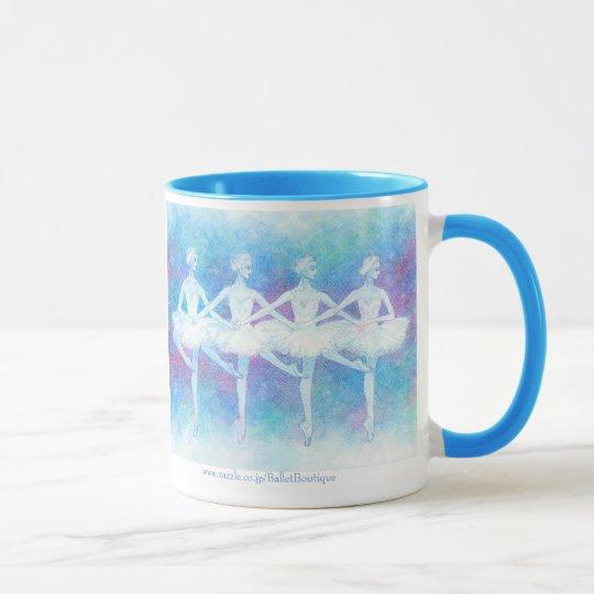 四羽の白鳥の踊りマグカップ マグカップ