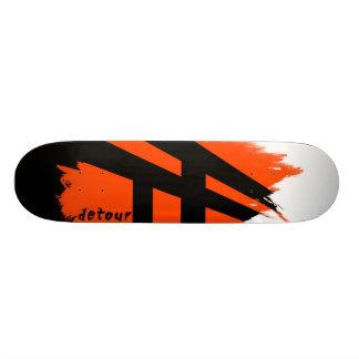回り道はデッキロゴのスケートボードをします スケートボード