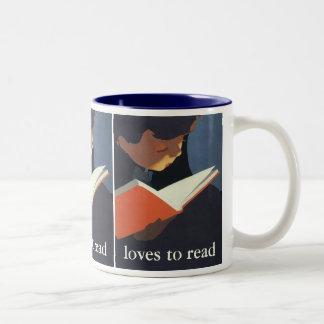 図書館からの本を読んでいるヴィンテージの子供 ツートーンマグカップ