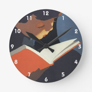 図書館からの本を読んでいるヴィンテージの子供 ラウンド壁時計