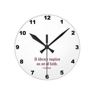 図書館は信念上の行為を意味します ラウンド壁時計