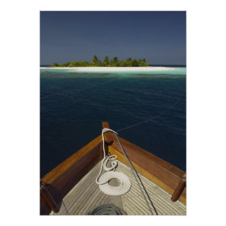固定されたボートの接近の島 ポスター