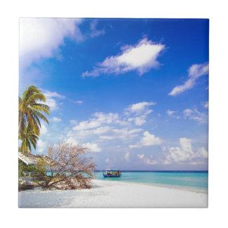 固定された沖合いのビーチの写真 正方形タイル小
