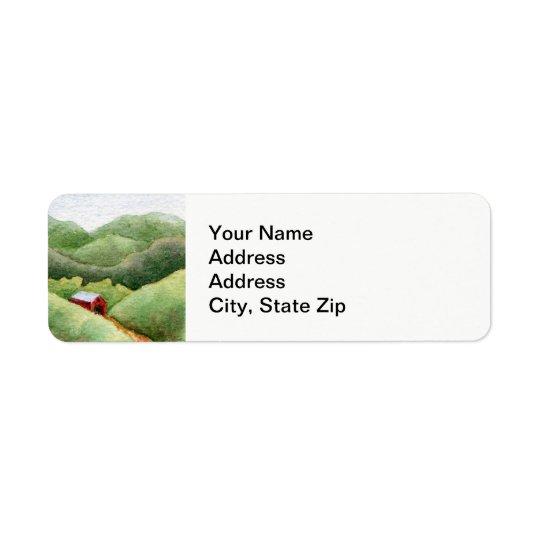 国の景色の森林分野の納屋の小屋。 返信用宛名ラベル