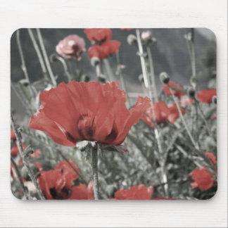 国の自然の景色の赤いケシの花 マウスパッド