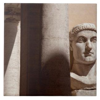 国会議事堂博物館、皇帝コンスタンチーヌのバストの顔 タイル