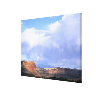国会議事堂礁の国立公園、ユタ。 米国. 積雲 キャンバスプリント