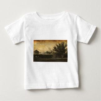 国分野の景色の素朴な冬の木 ベビーTシャツ