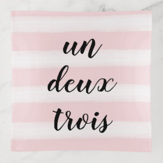 国連、Deux、Troisのフランスのなタイポグラフィのピンク トリンケットトレー