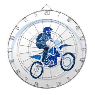 土のバイクもしくは自転車に乗る人のベクトルサイクリング ダーツボード