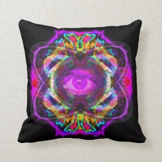 土星の紫色の目 クッション