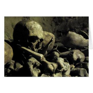 地下墓地の骨 カード