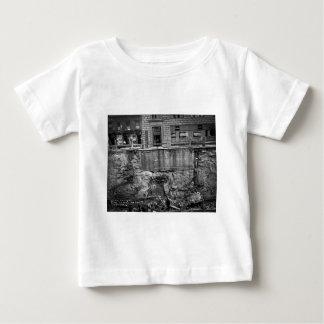 地下鉄の掘削第7 Aveおよび24第25通り ベビーTシャツ