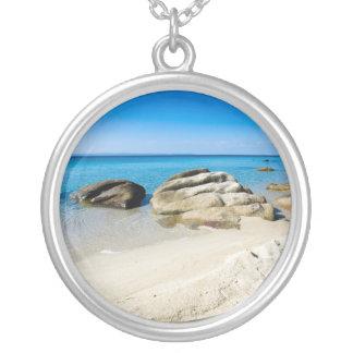 地中海の美しいビーチ シルバープレートネックレス