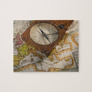 地図の旧式なコンパス ジグソーパズル