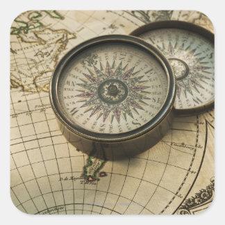 地図の旧式なコンパス スクエアシール