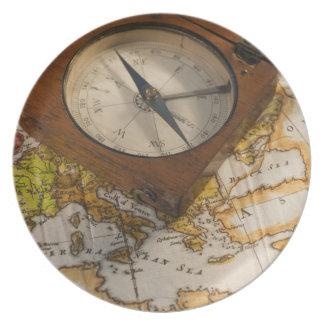 地図の旧式なコンパス プレート
