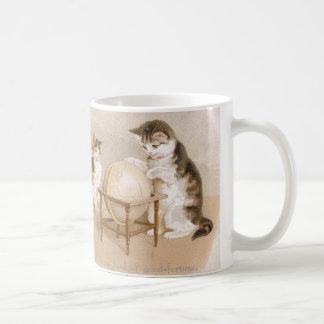 地図製作者猫および3匹の子ネコ コーヒーマグカップ