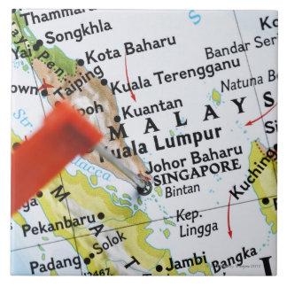 地図、クローズアップにシンガポールに置かれるピンの地図を描いて下さい タイル