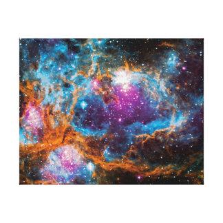地域のカラフルな宇宙の写真を形作るNGC 6357の星 キャンバスプリント