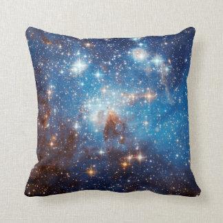 地域-ハッブルの宇宙の写真--を形作るLH 95の星 クッション