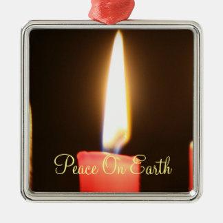 地球のクリスマスの蝋燭のオーナメントの平和 メタルオーナメント