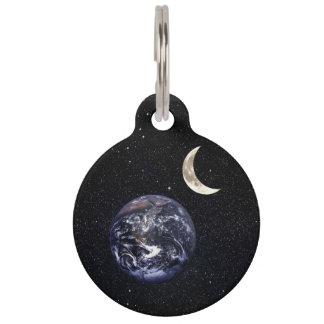 地球の三日月形のMoomの威厳のあるな星明かりの星雲夜 ペット ネームタグ