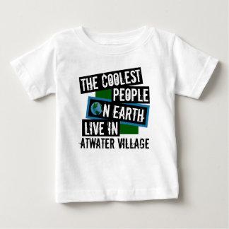 地球の最もクールな人々はAtwaterの村に住んでいます ベビーTシャツ