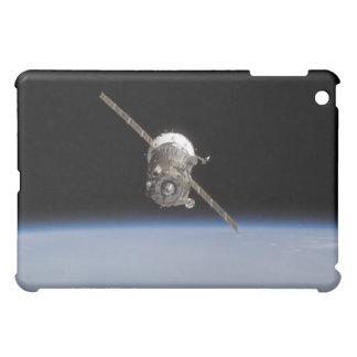 地球のhorizの上のSoyuz TMA-11の宇宙船 iPad Mini Case