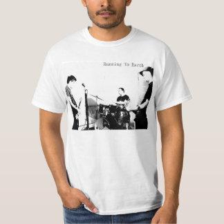 地球へ走ること: 白黒 Tシャツ
