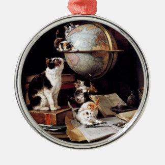 地球儀で遊ぶ子猫 メタルオーナメント
