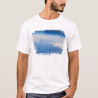地球5の高度の写真 Tシャツ